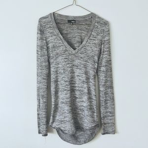 Wilfred Free V-Neck Longsleeve w/ Opening at Back